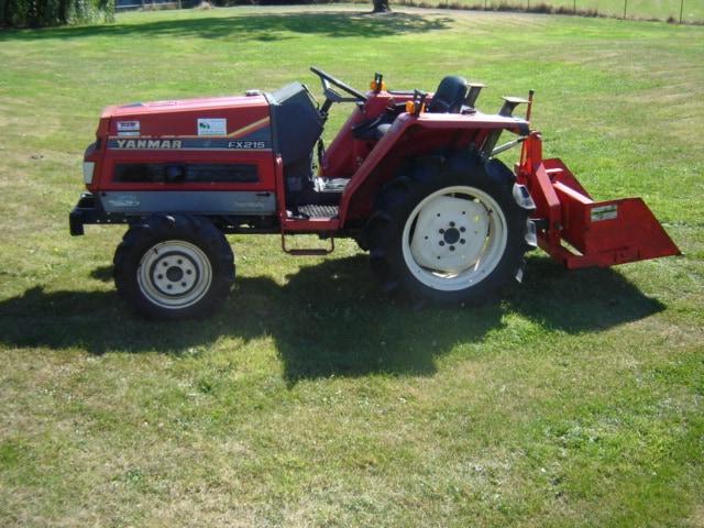 Tractor met kipbak grondbak