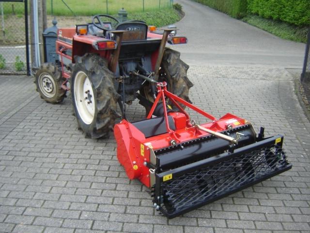 Tractor met overtopfrees