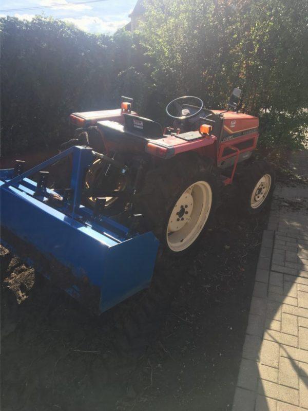 verhuur tractor met nivelleerbak